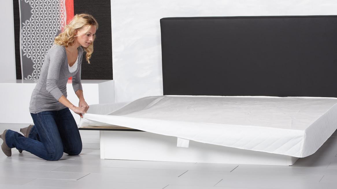 Wasserbett Basic Pro Bezugunterteil um die Bodenplatte hängen