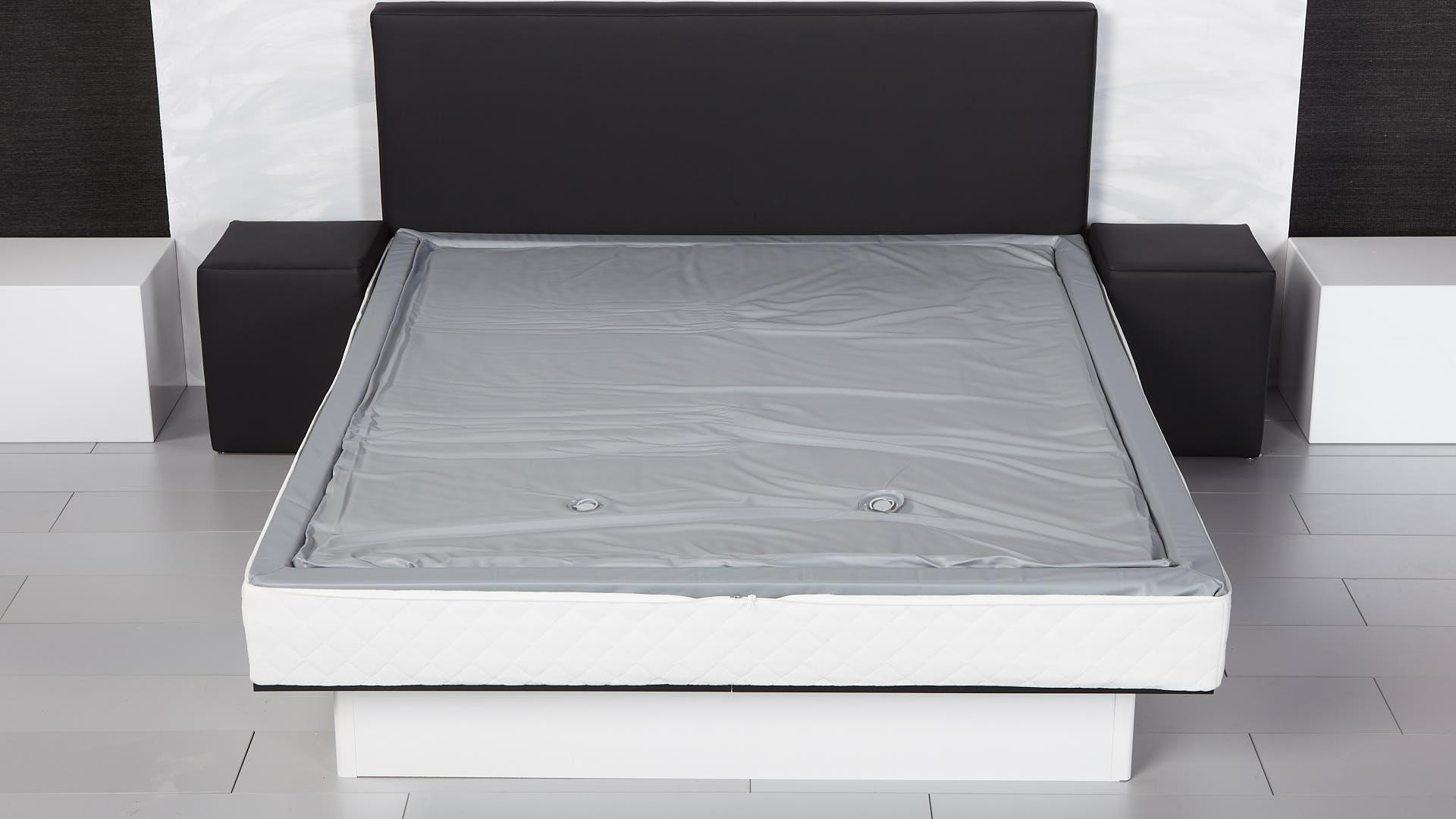 watermatras geplaatst zonder boventijk