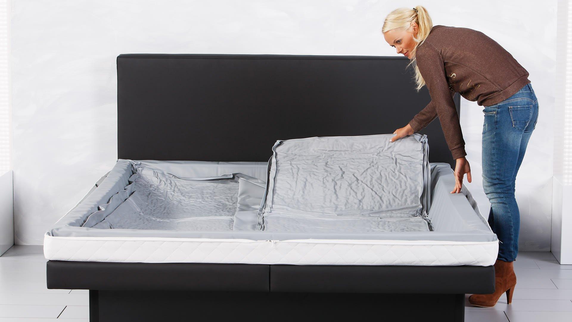 inleggen van een watermatras voor een waterbed duo